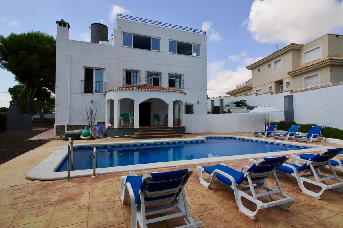 8 bedroom house / villa for sale in Pinar De Campoverde, Costa Blanca