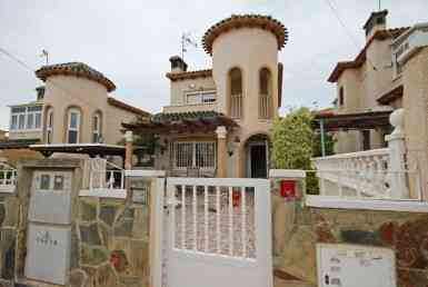 villa for sale in Villamartin by Pinar Properties