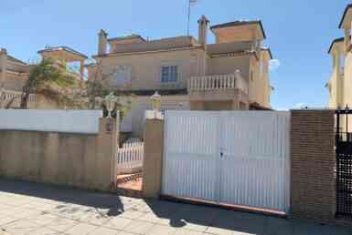 Town house on 2 levels for sale in Pilar de la Horadada by Pinar Properties